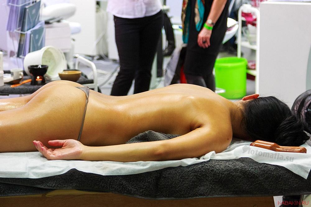 фото на массаже девушки